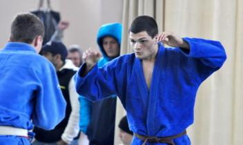 Turneu de judo disputat într-o sală sportivă renovată