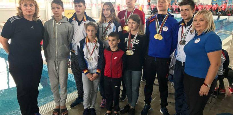 19 medalii la turneul de natație din Bulgaria