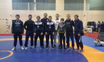 Juniorii s-au remarcat la Campionatul Balcanic de lupte