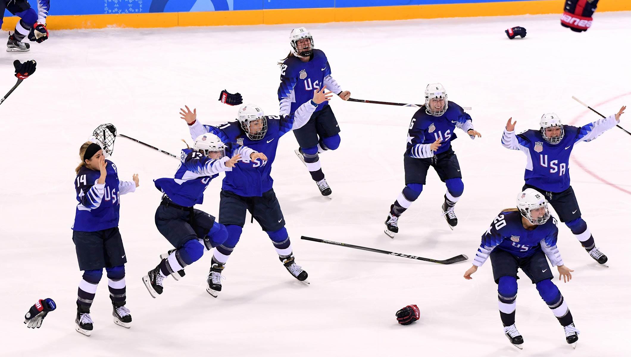 Echipa feminină a SUA a luat aurul la hochei pe gheață